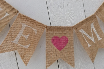 We [heart] Mom Burlap Banner